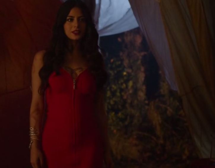 Izzy Lightwood Emeraude Toubia3