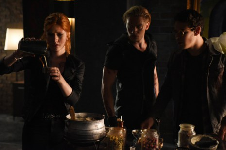 """SHADOWHUNTERS - """"Of Men and Angels"""" - Magnus and Luke reveal Clary's past in """"Of Men and Angels,"""" an all-new episode of """"Shadowhunters,"""" airing Tuesday, February 16th at 9:00 – 10:00 p.m., EST/PST on Freeform, the new name for ABC Family. (Freeform/John Medland) KATHERINE MCNAMARA, DOMINIC SHERWOOD, MATTHEW DADDARIO"""
